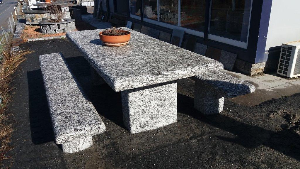 Tisch Adula
