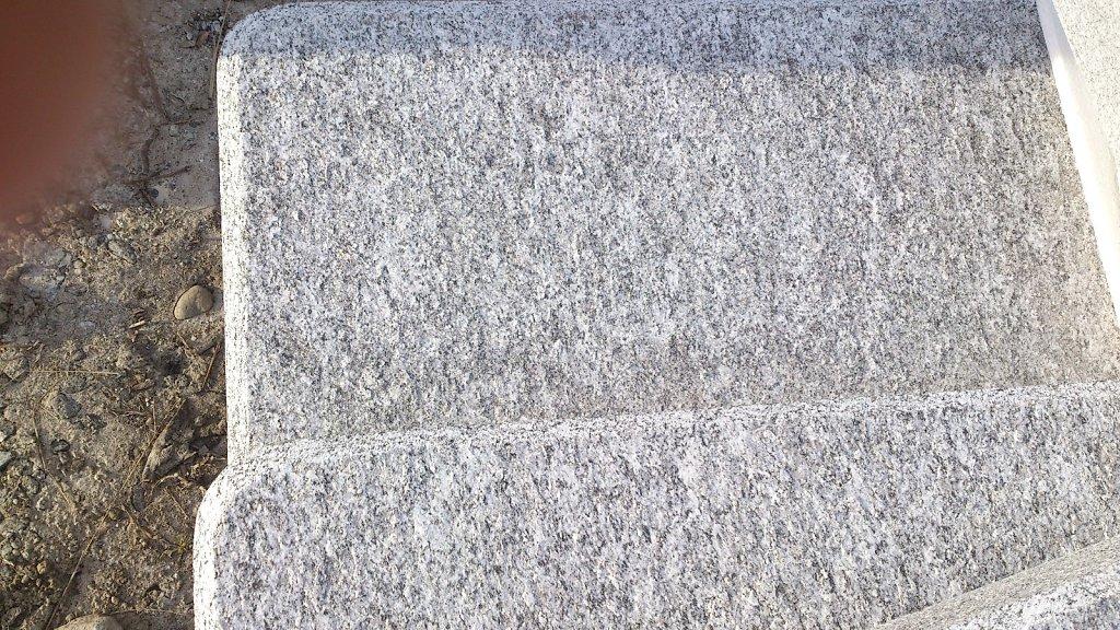 06-Granittisch-Moderno-Detail-Geflammtori.jpg