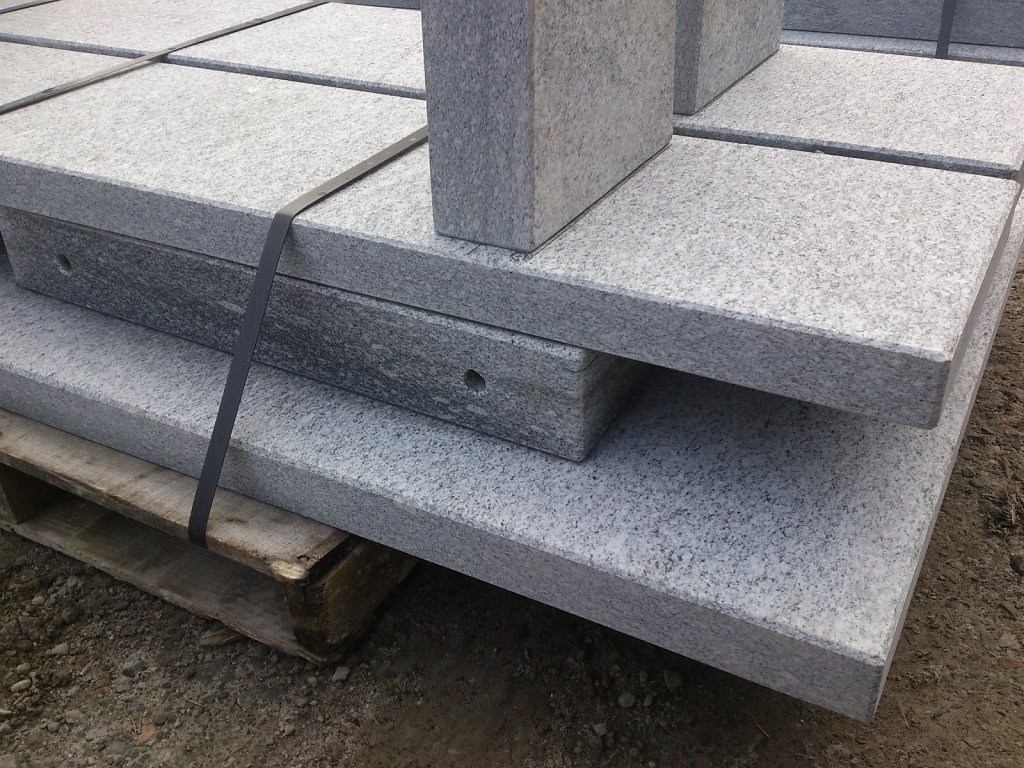 07-Granittisch-Moderno-freistehend-Verpackt-Nov-Detail-FussMitLochori.jpg